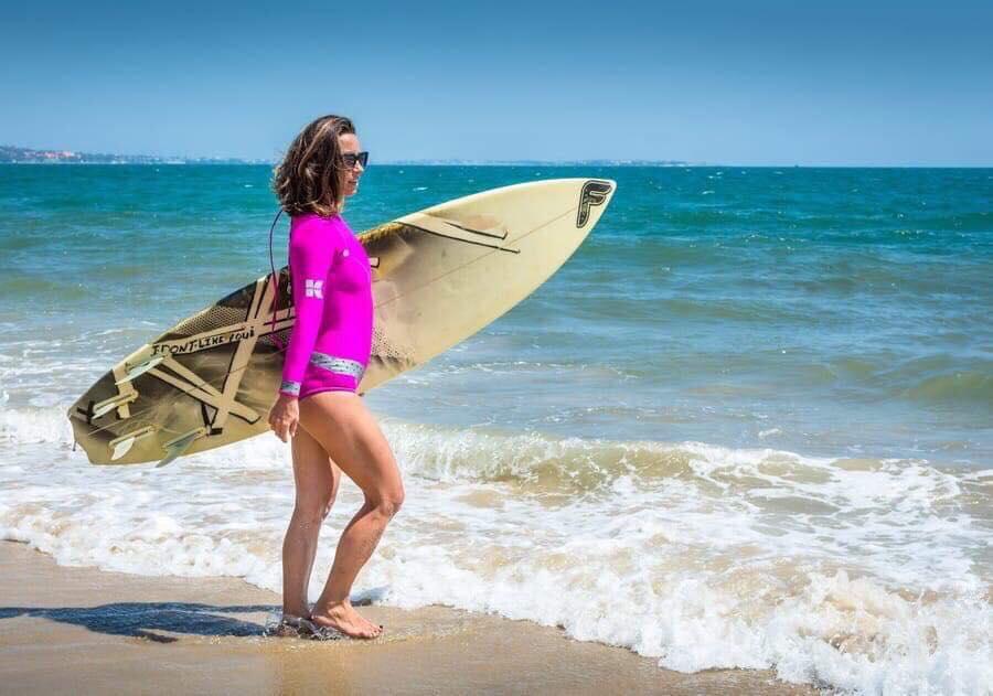 Laura attending surf in Alooppa wetsuit